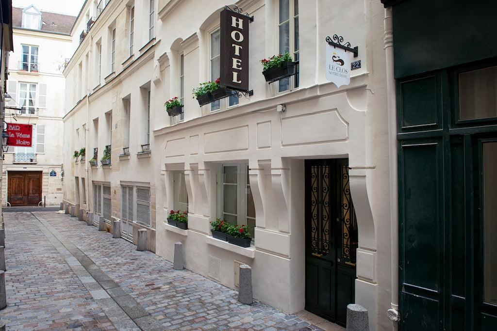 Façade Hotel Le Clos Notre Dame